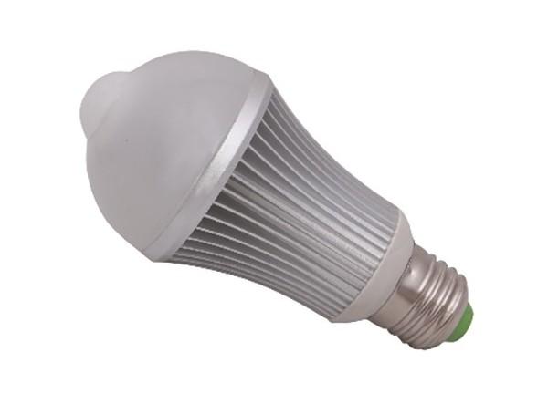 Ampoule LED + detecteur PIR 7W